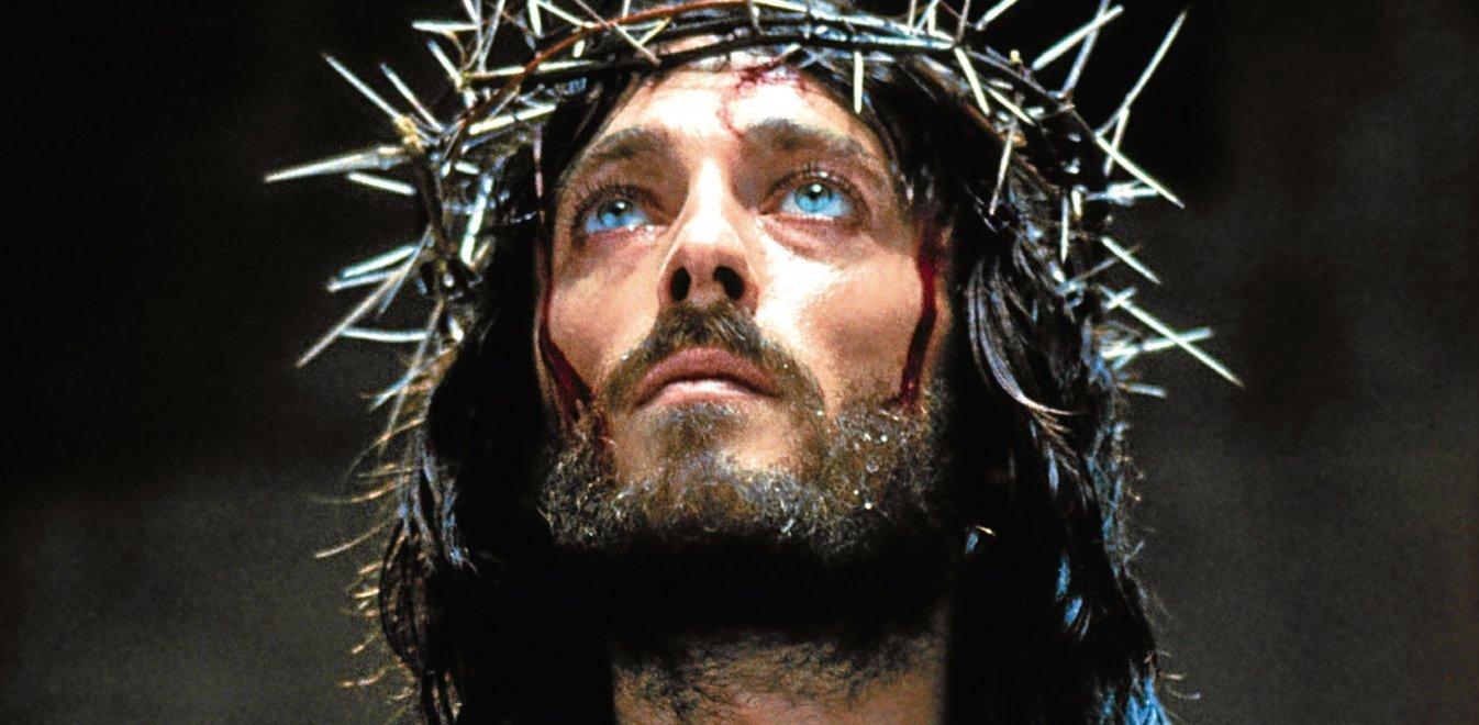 «Ο Ιησούς από τη Ναζαρέτ»: Εικόνες από τα γυρίσματα με κονιάκ και τσιγάρο (pic)