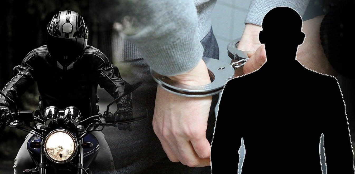 Συνελήφθη ημεδαπός στη Θήβα, σε βάρος του οποίου εκκρεμούσαν Εντάλματα σύλληψης βίαιης προσαγωγής