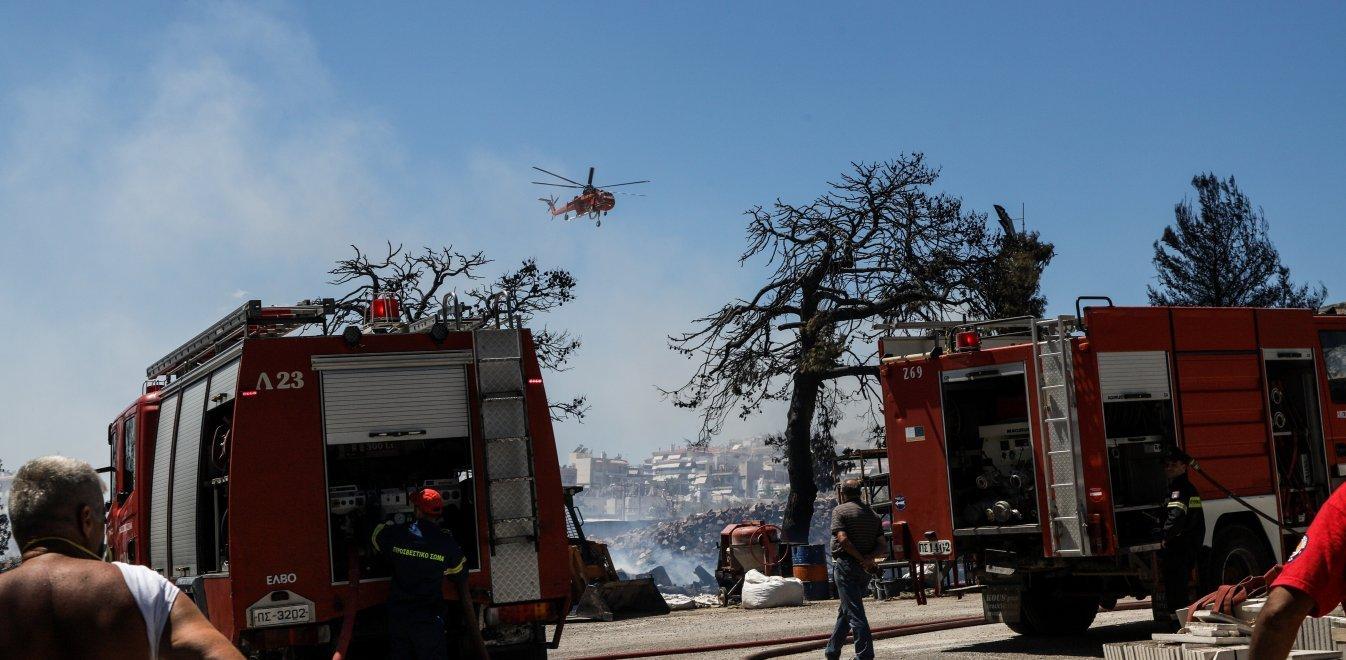 Φωτιά τώρα στη Λούτσα - Είναι κοντά σε σπίτια