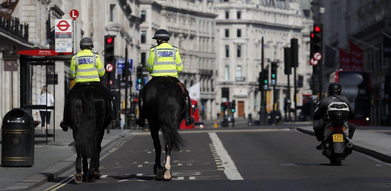 Βρετανία: Δεν αποκλείεται χαλάρωση για τις συναντήσεις σε εξωτερικούς χώρους