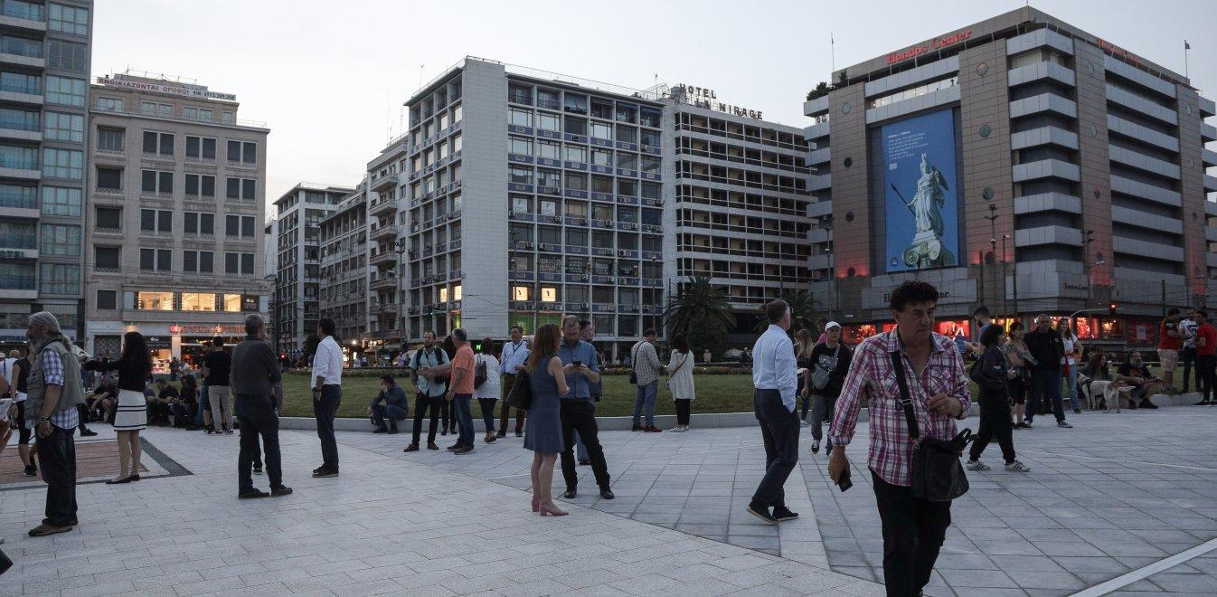 Κορωνοϊός: Νέα μέτρα στο τραπέζι για την Αττική - Μάσκες παντού, κλείνουν οι πλατείες