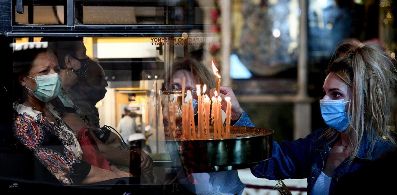 Κορονοϊός: Επιπλέον μέτρα για εκκλησία και μετακινήσεις στα χέρια του Μητσοτάκη