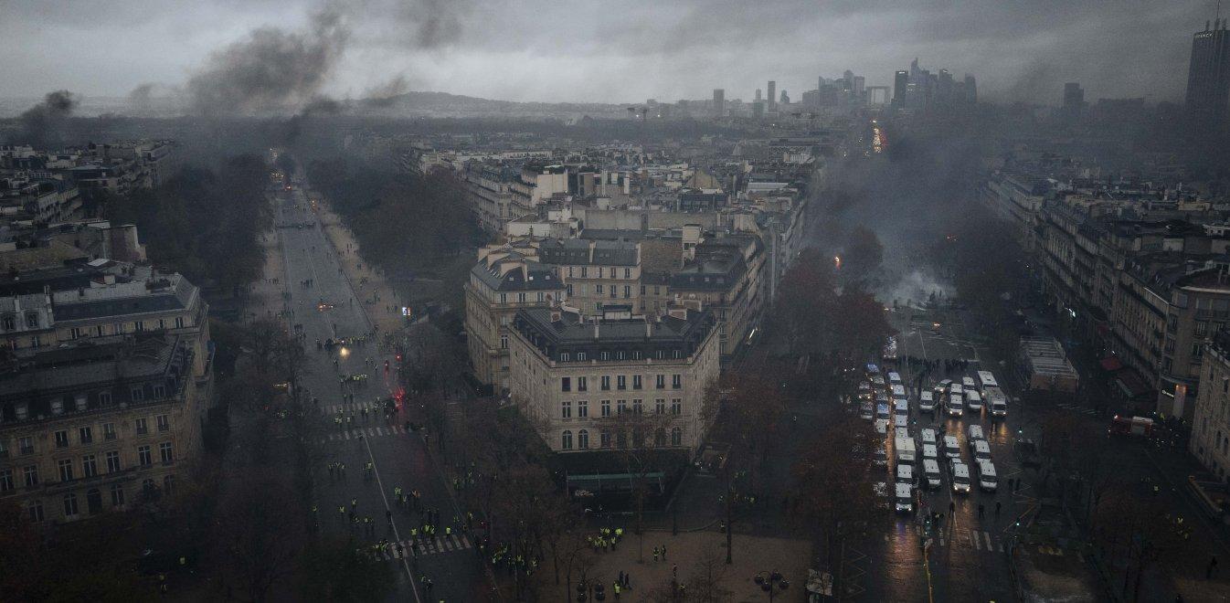Αποτέλεσμα εικόνας για Παρίσι εξέγερση κίτρινα γιλέκα