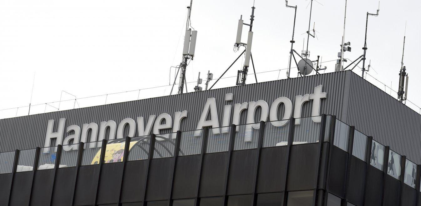 Ανόβερο: Έκλεισε το αεροδρόμιο-Όχημα έσπασε την πύλη και μπήκε στον διάδρομο