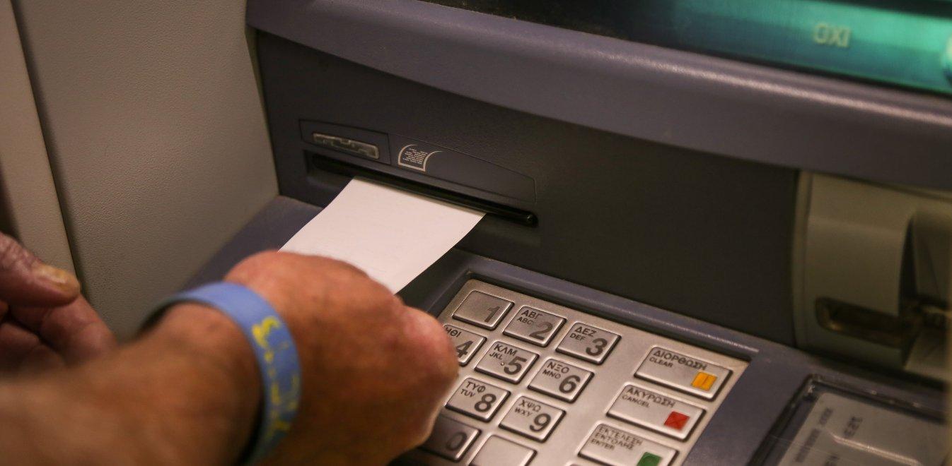 Ξεκίνησε η χρέωση στις αναλήψεις από ATM - Τι ισχύει για την Ελλάδα