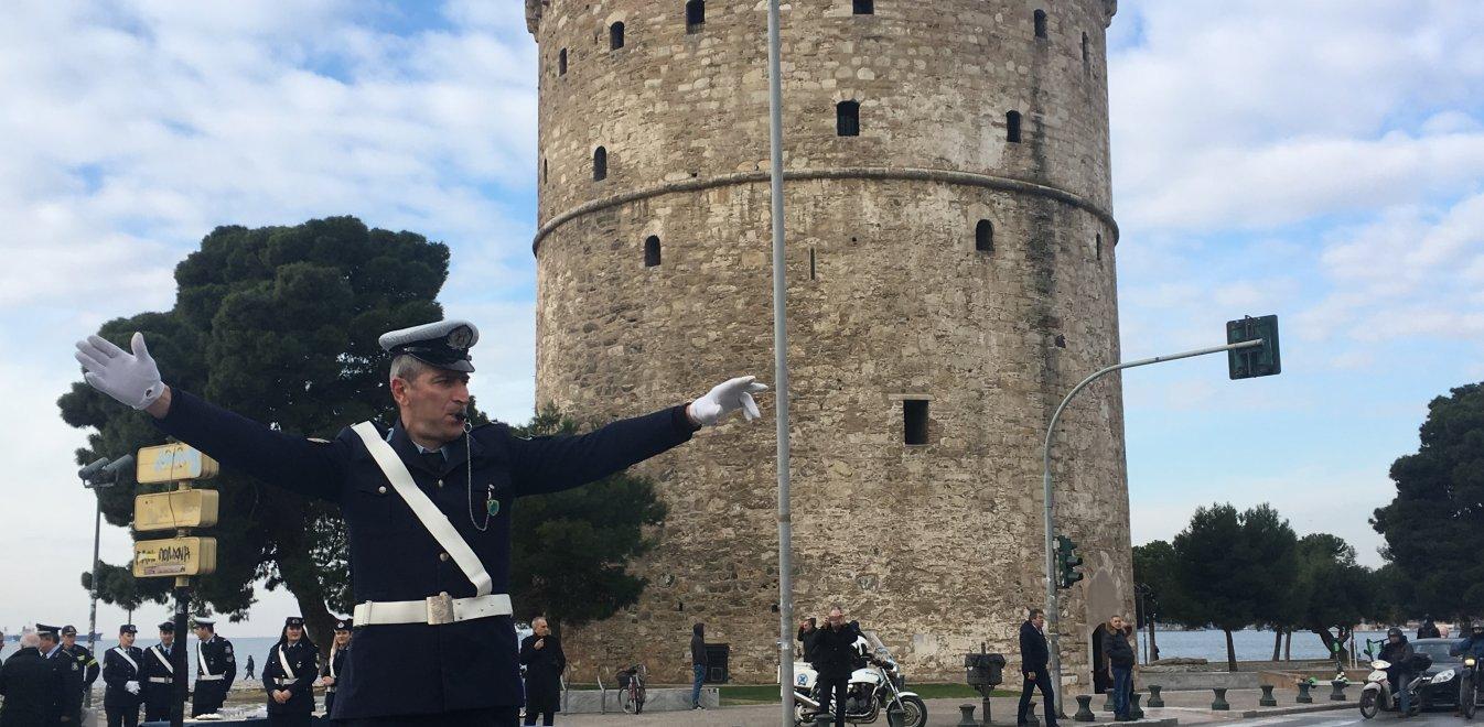 Ο τροχονόμος με το βαρέλι επέστρεψε στον Λευκό Πύργο (pics+vid)