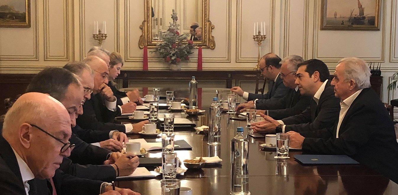 Δίμηνη παράταση στον νόμο Κατσέλη αποφάσισαν Τσίπρας-τραπεζίτες