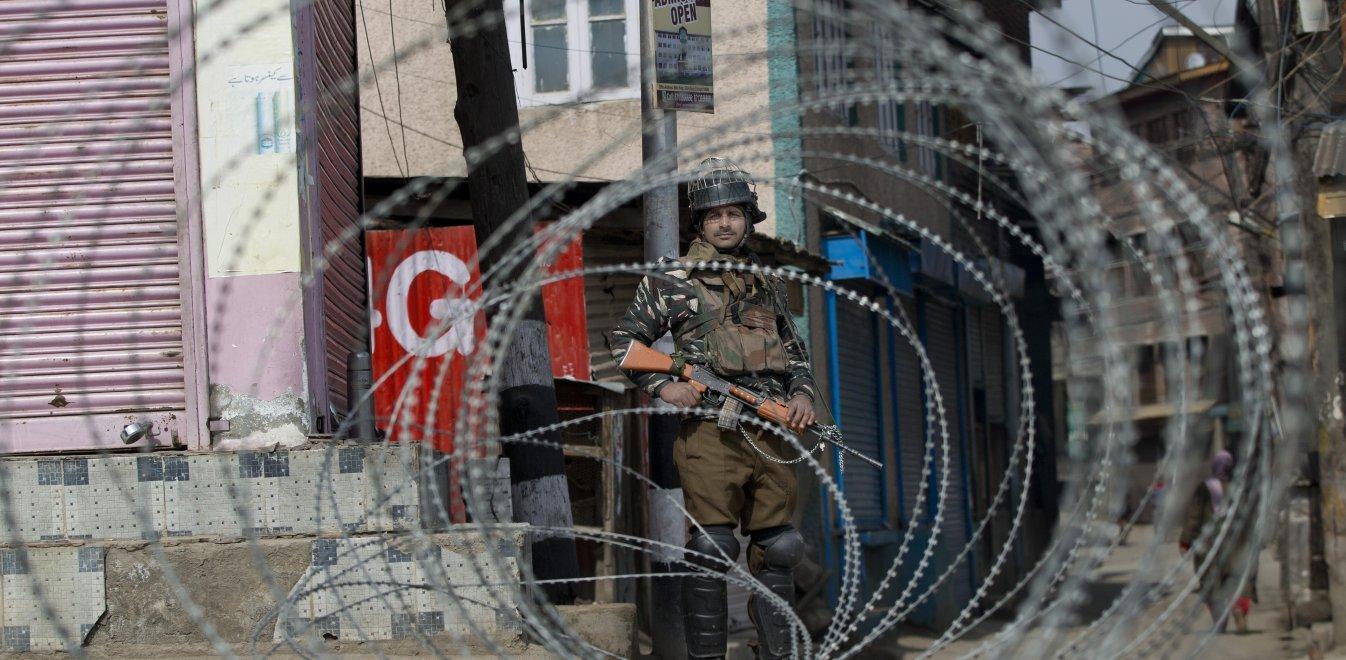 Ινδικό στρατιωτικό ελικόπτερο έπεσε στο Κασμίρ - Δυο νεκροί