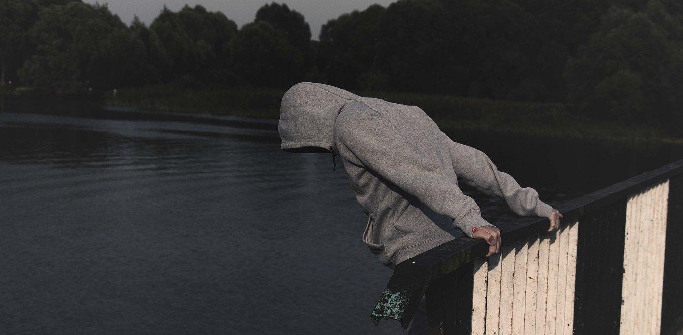 Αυτοκτονίες: Ξεπερνούν τις 800.000 ετησίως-Πόσες γίνονται στην Ελλάδα