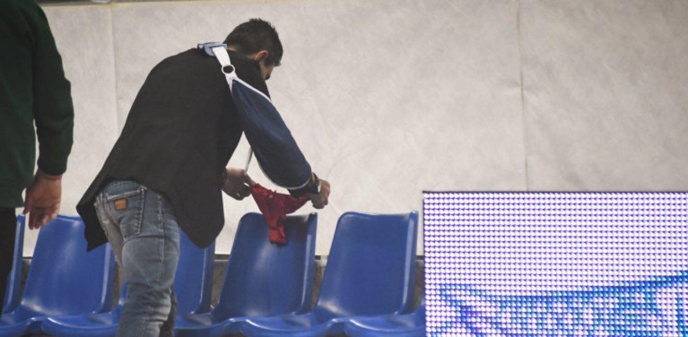 Ο Γιαννακόπουλος άφησε κόκκινο εσώρουχο στον πάγκο του Ολυμπιακού (pics)