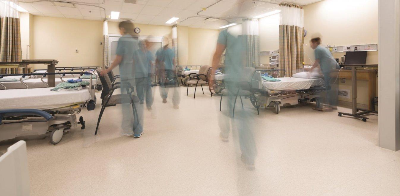 Φεύγουν από τα νοσοκομεία τα επείγοντα περιστατικά - Τριπλό χτύπημα στα ράντζα
