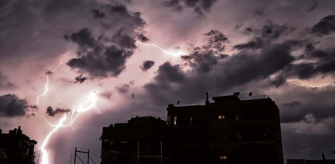 Καιρός: Ερχονται καταιγίδες - Σε ποιες περιοχές θα «χτυπήσει» η κακοκαιρία