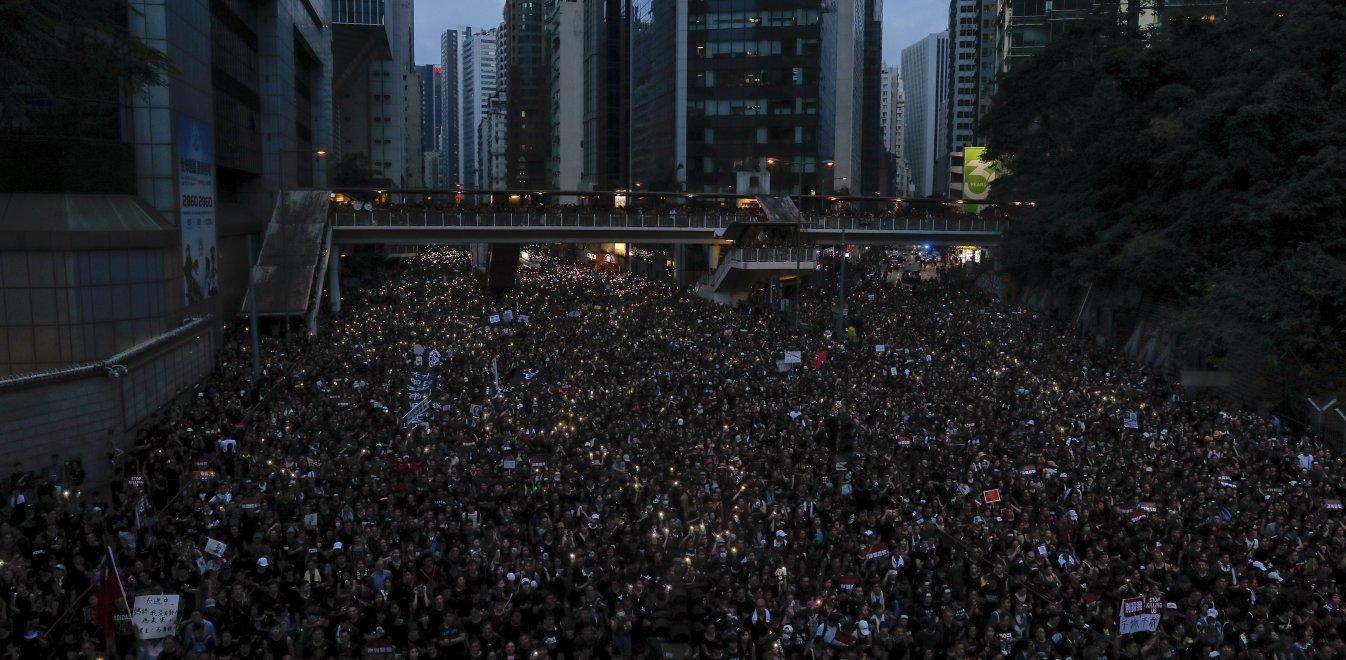 Μαζικές διαδηλώσεις στους δρόμους του Χονγκ Κονγκ