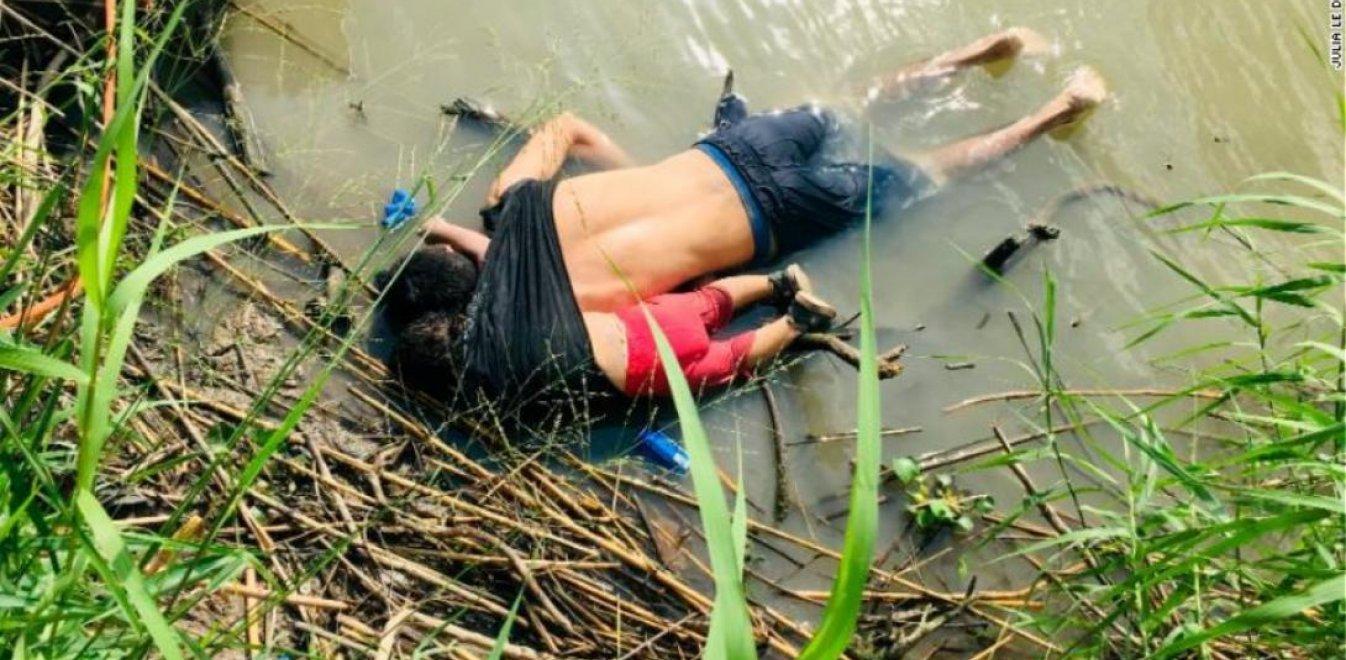 Συγκλονίζει η φωτογραφία: Πατέρας με την κόρη του νεκροί στα σύνορα ΗΠΑ-Μεξικού