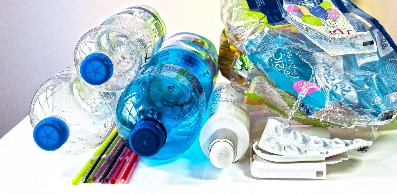 Τα 9 πλαστικά μιας χρήσης που «εξαφανίζονται» από την Ελλάδα το 2021