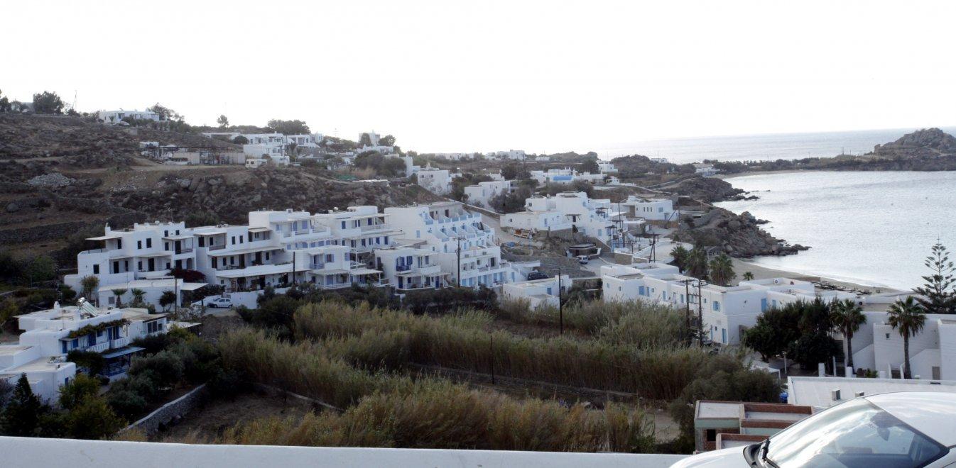 Μύκονος: Εφοριακοί ξετρύπωσαν αδήλωτη βίλα παριστάνοντας τους τουρίστες
