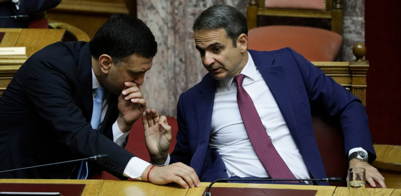 Mitsotakis meets Kikilias to organise immediate application of anti-smoking laws
