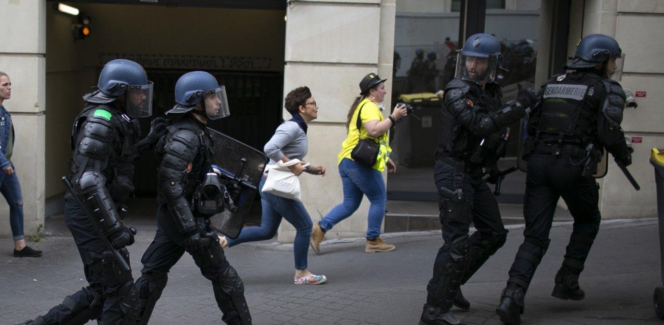 Γαλλία: Επεισόδια στους εορτασμούς της Ημέρας της Βαστίλης – 152 συλλήψεις (vids)