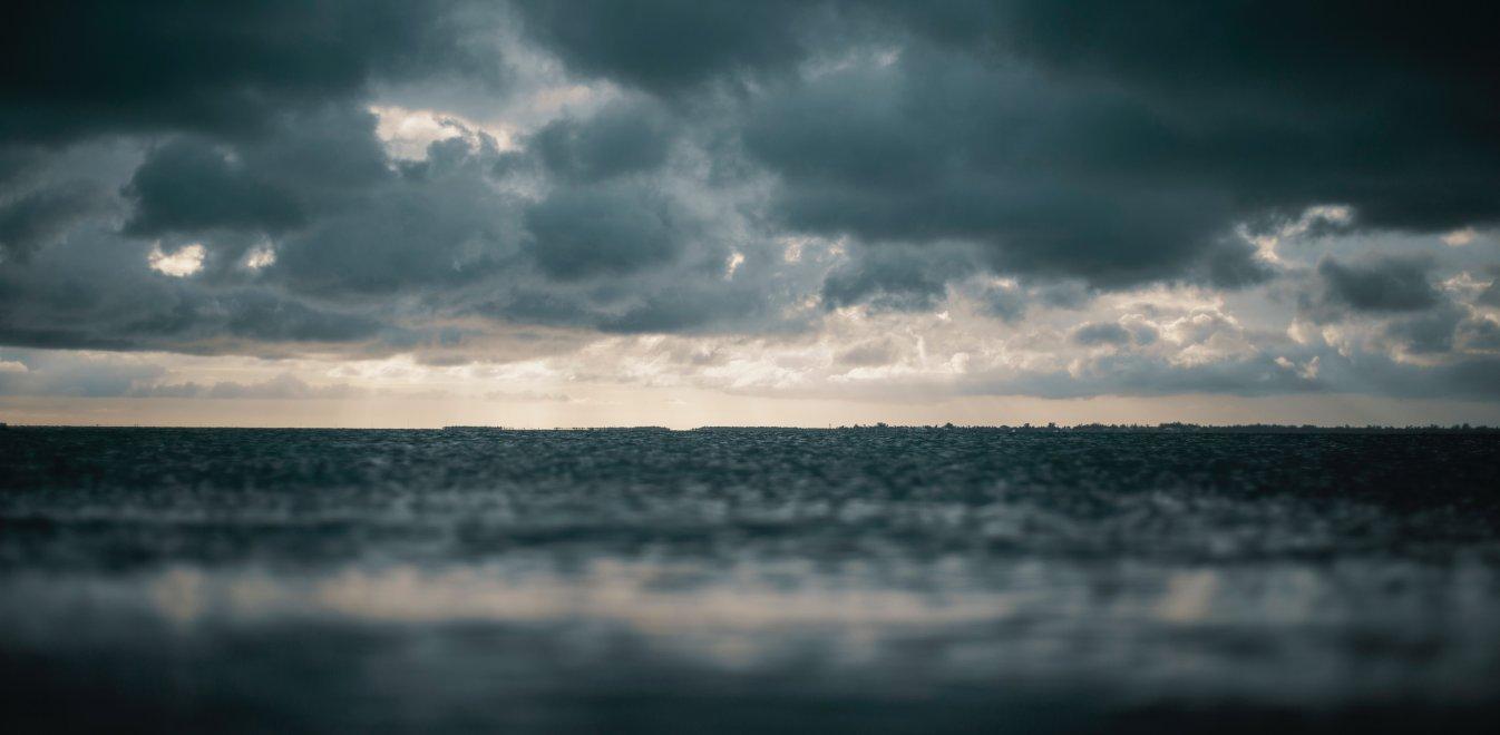 Ραγδαία επιδείνωση καιρού: Βροχές, καταιγίδες και χαλάζι μέχρι την Τρίτη