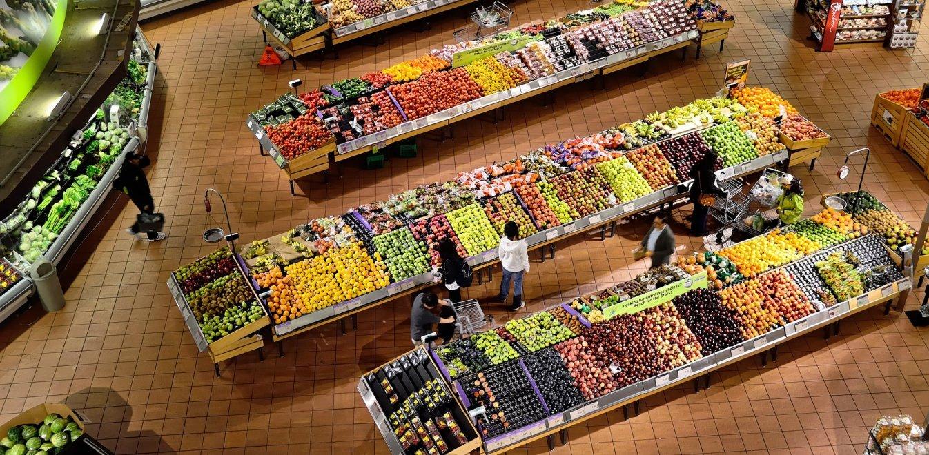 Ερχονται αλλαγές στα σούπερ μάρκετ: Στήνουν ράφια για τους 30άρηδες