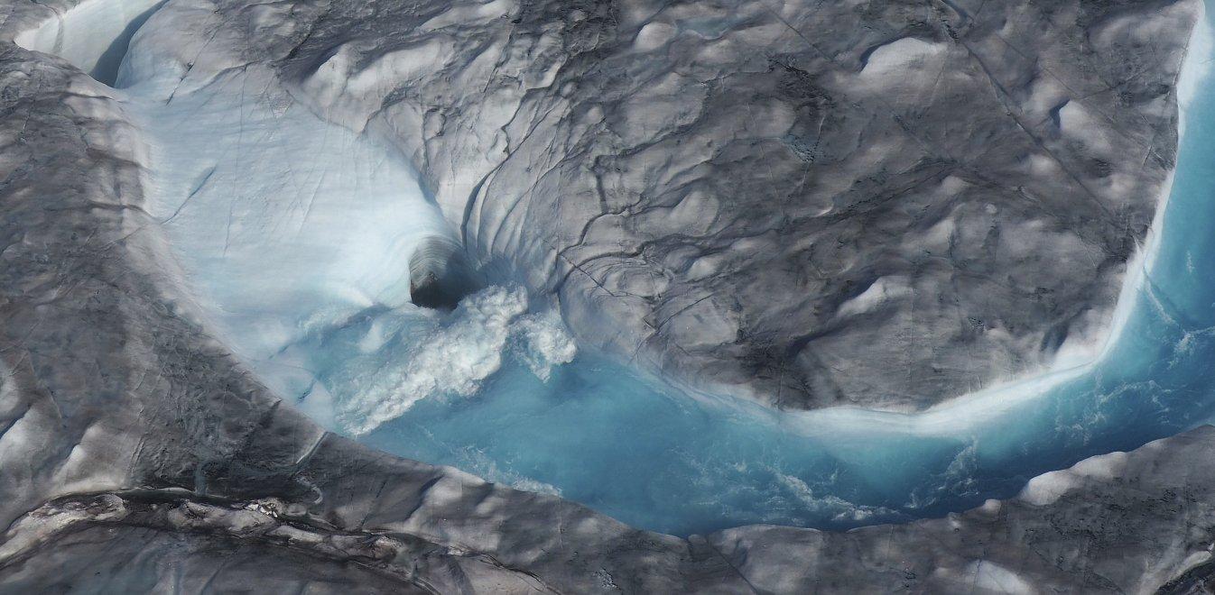 Οι λιωμένοι πάγοι στη Γροιλανδία απειλούν τον πλανήτη κι αυτό δεν είναι fake news (pics+vids)