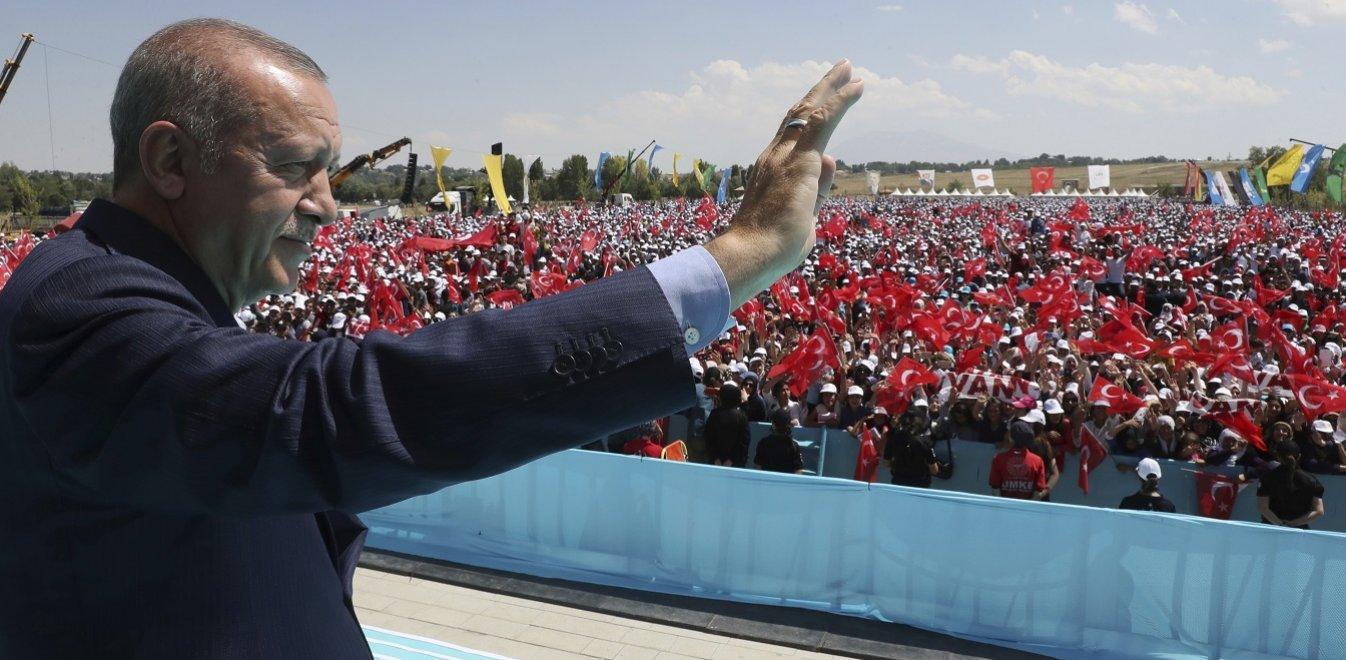 Ερντογάν: Κάποιοι προσπαθούν να μας πολιορκήσουν 100 χρόνια μετά
