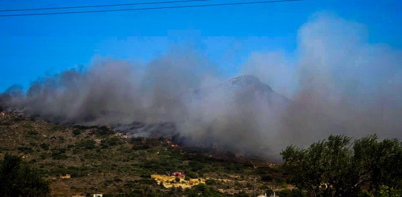 Φωτιά τώρα Ελαφόνησος: Αναζωπύρωση της φωτιάς - Εκκένωση κάμπινγκ, ξενοδοχείων