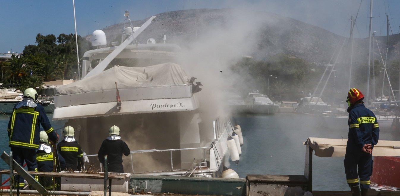 Βίντεο του OPEN από τη φωτιά σε πολυτελές 15μετρο σκάφος στη Μαρίνα Γλυφάδας