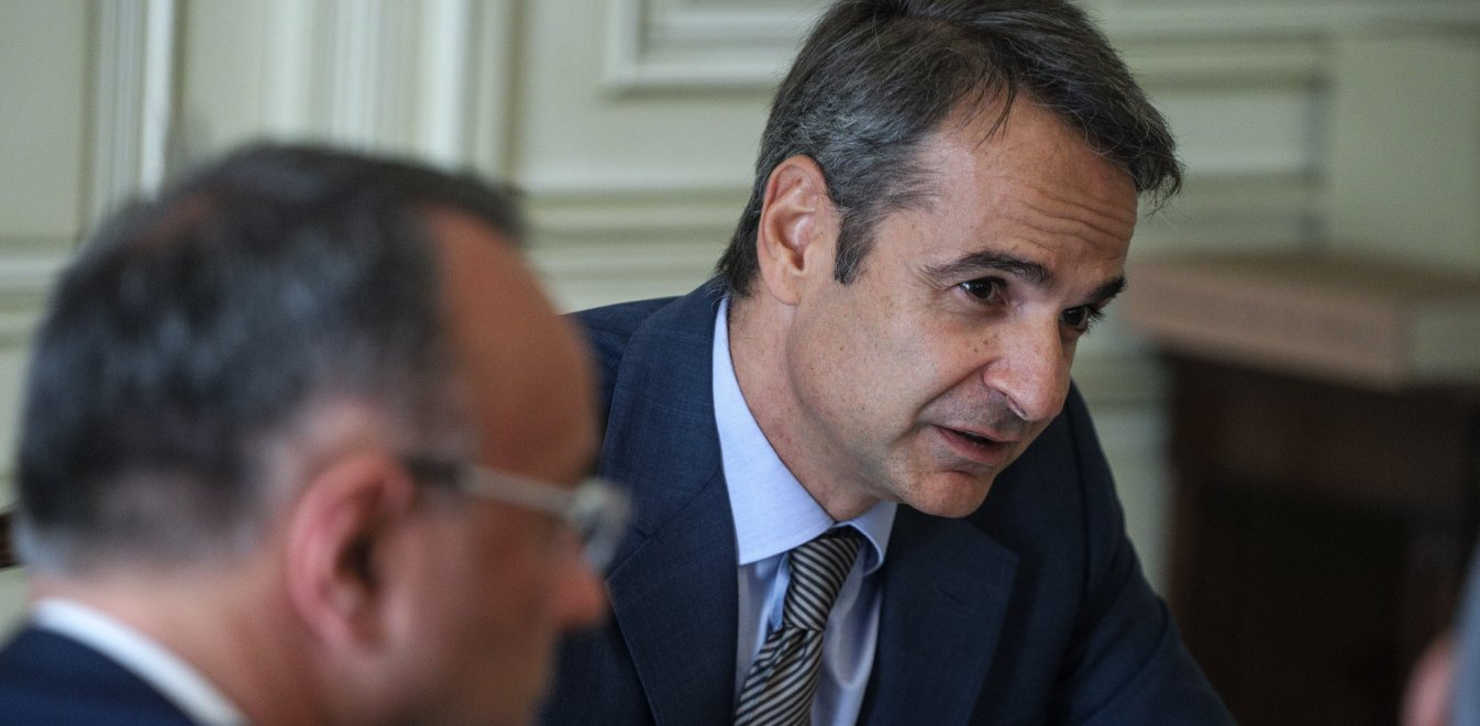 PM Mitsotakis urges people to stay home, in tweet on coronavirus