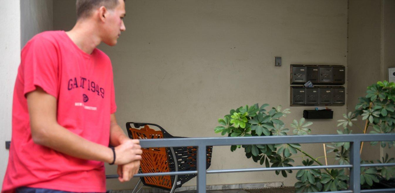 Νέα Ιωνία: Συγκλονίζει ο φοιτητής που βρήκε το εγκαταλελειμμένο βρέφος (vid)