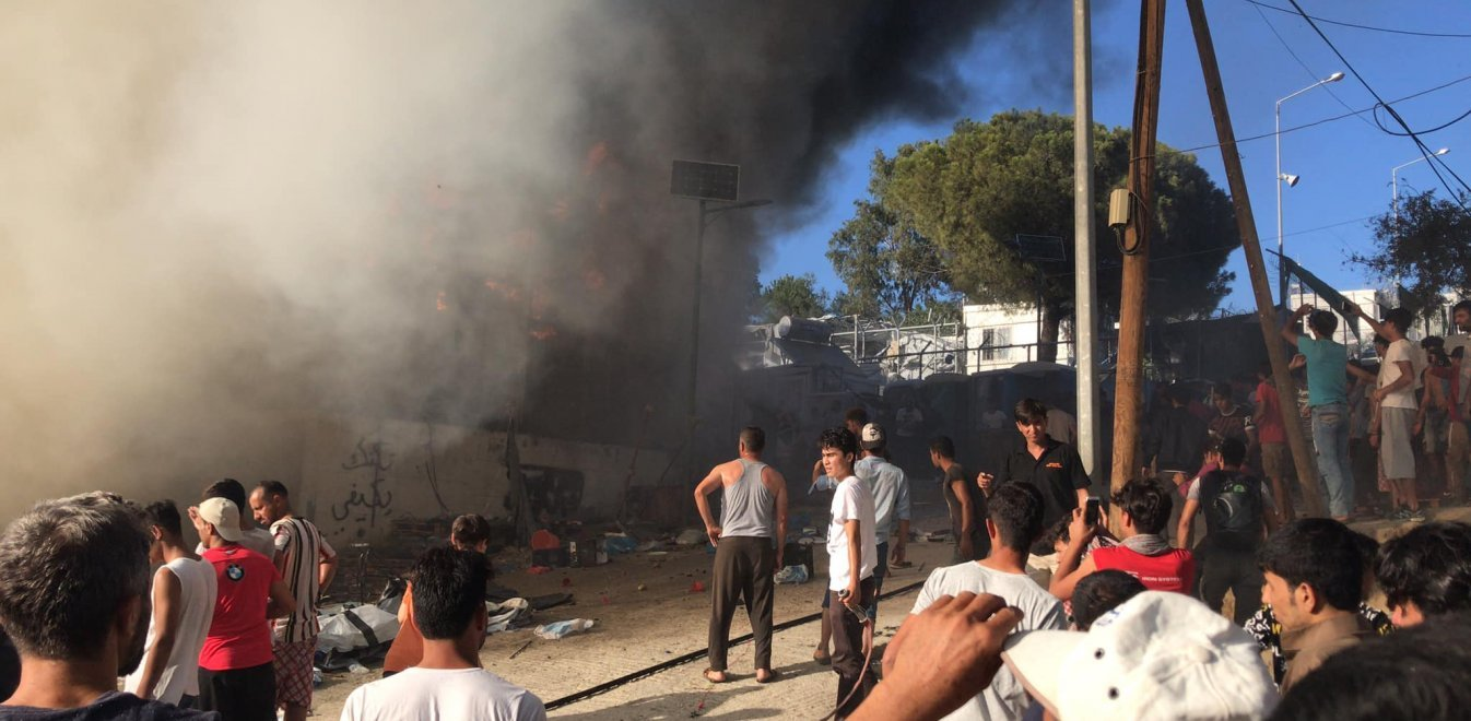 Μόρια: Εικόνες χάους μετά τη φωτιά στον προσφυγικό καταυλισμό - Φόβοι για νεκρούς