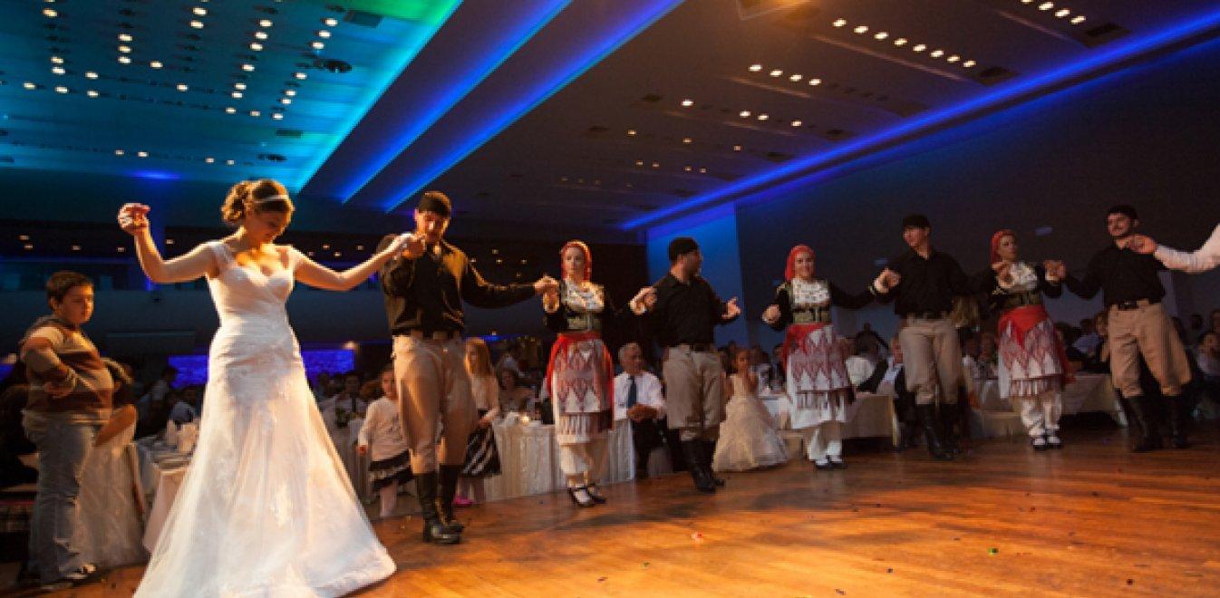 Σέρρες: Εφοριακοί πήγαν για έλεγχο σε γαμήλιο γλέντι και τους έσκισαν τα ρούχα (vid)