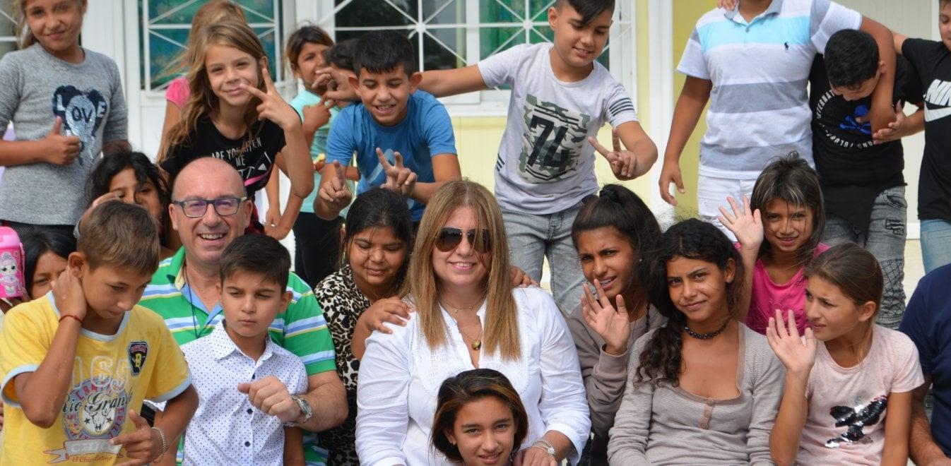 Η εισαγγελέας που στέλνει στο σχολείο μικρούς Ρομά (pics)