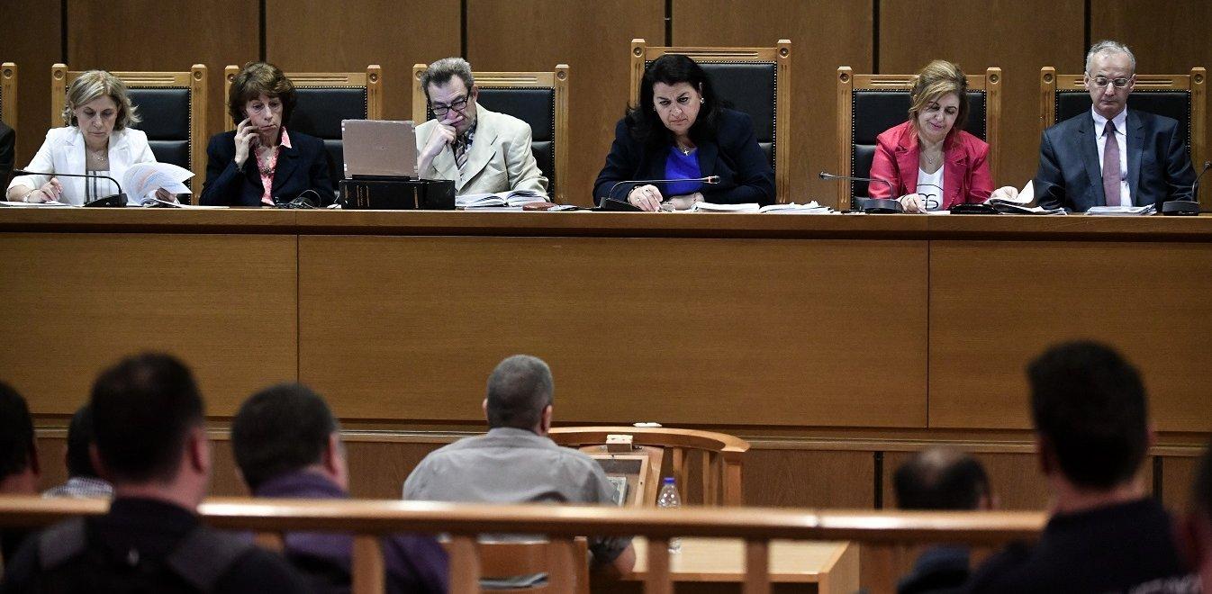 Δίκη ΧΑ: Για «ξαφνική και χωρίς λόγο σύλληψη» μιλούν δύο κατηγορούμενοι
