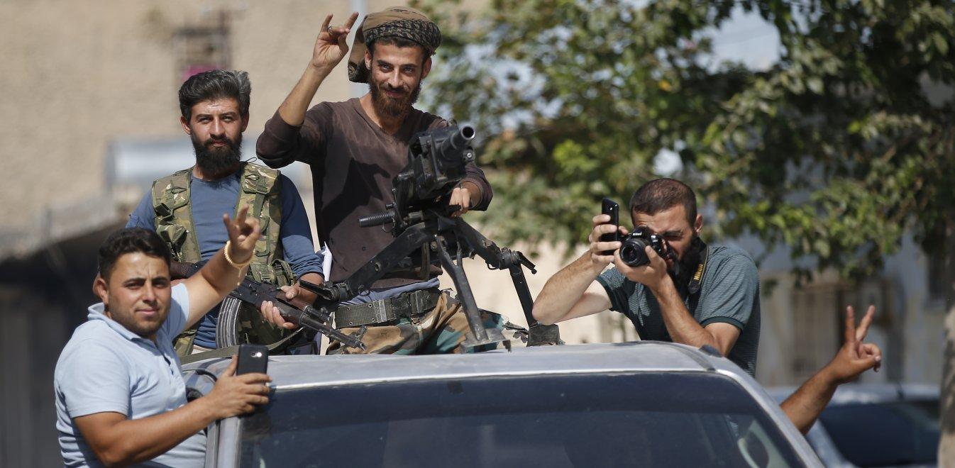 Συρία: Με το δάχτυλο στη σκανδάλη Τούρκοι και Κούρδοι στη Μανμπίτζ