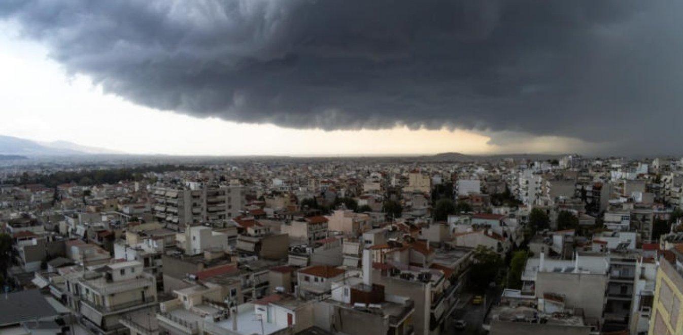 Καιρός: Τι είναι το shelf cloud, το μαύρο σύννεφο, που κάλυψε την Αττική (pics)