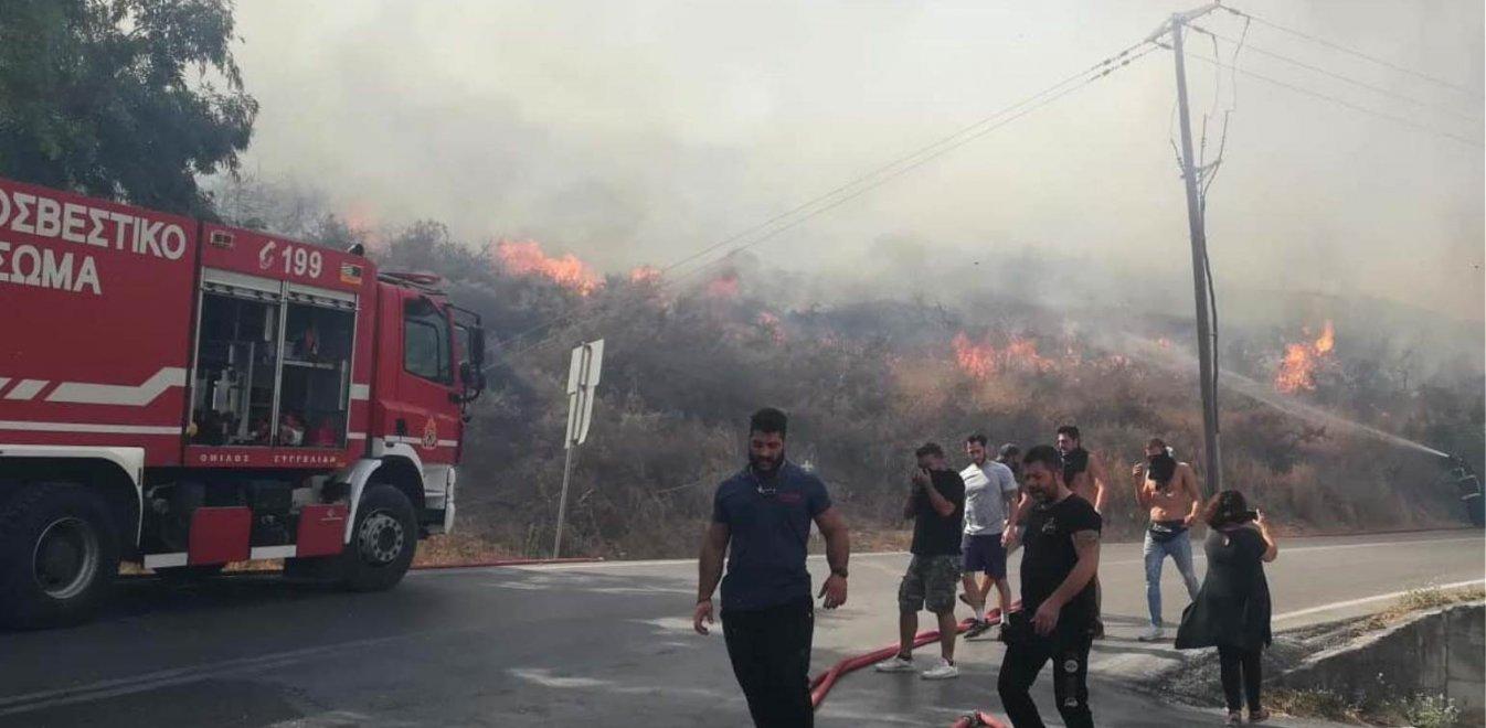 Ρέθυμνο: Σε απόσταση αναπνοής από σπίτια η φωτιά (pics-vids)
