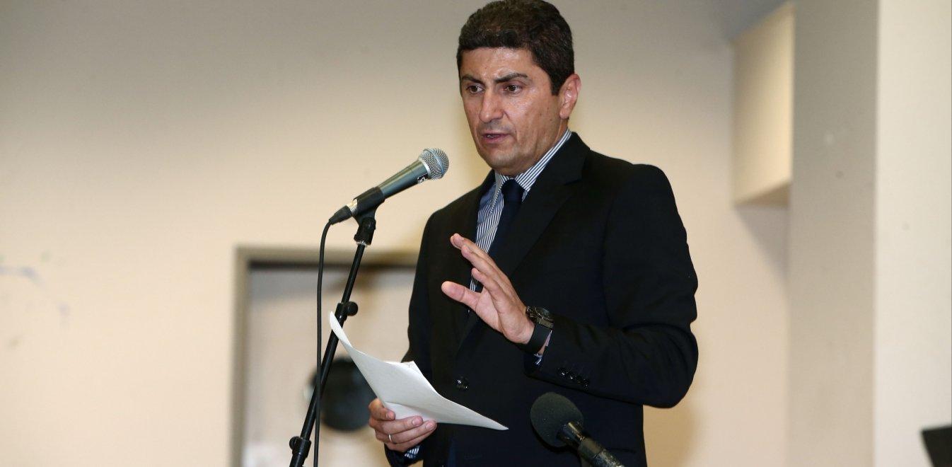 «Ξένο σώμα» για την κυβέρνηση ο Αυγενάκης