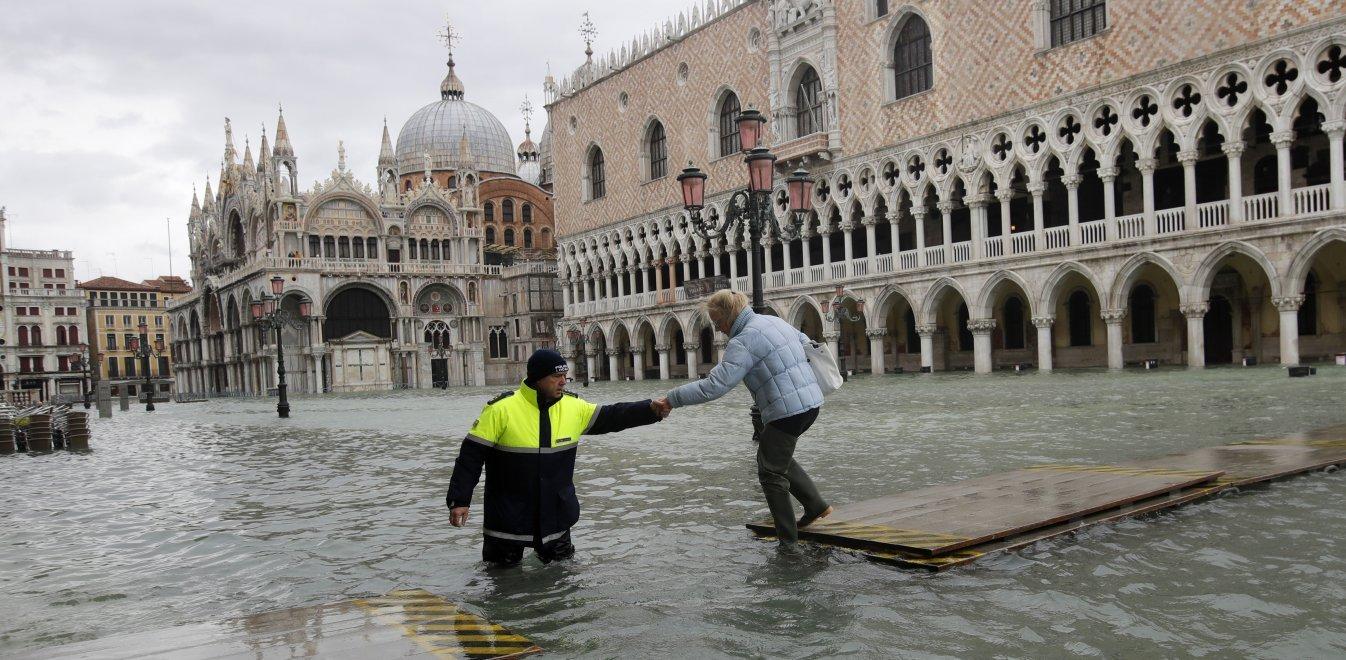 Βενετία: Συναγερμός για νέα πλημμύρα - Πάνω από 1 δισ. € οι καταστροφές
