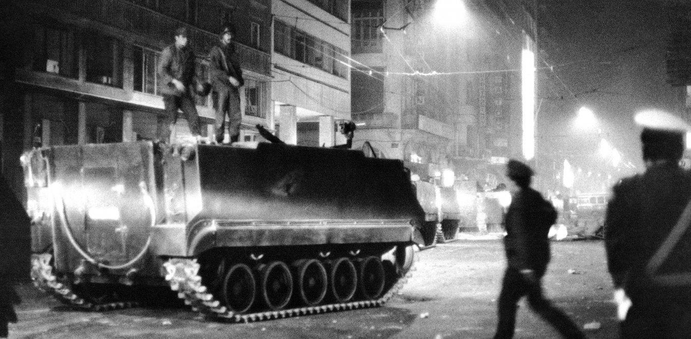 Αριστοτέλης Σαρρηκώστας: O φωτορεπόρτερ της εισβολής του τανκ στο Πολυτεχνείο θυμάται (vid)