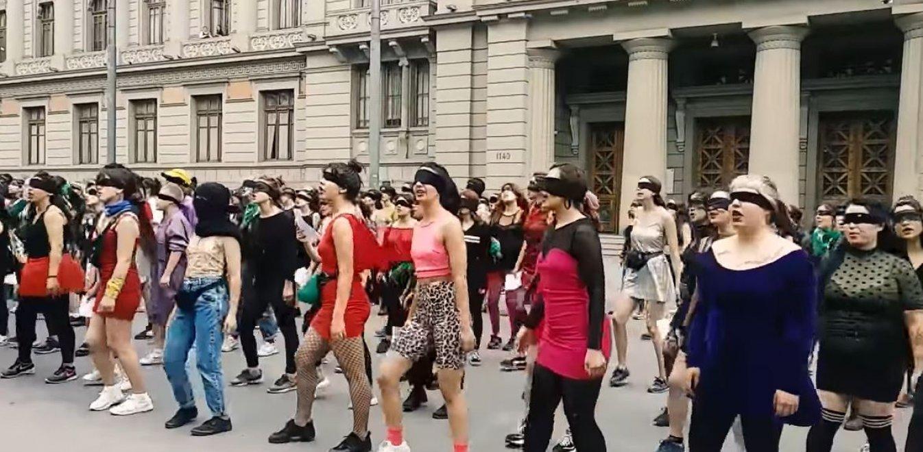 Χιλή: Οι γυναίκες βιάζονται από τις δυνάμεις καταστολής - Το καταγγέλλουν χορεύοντας (vid)