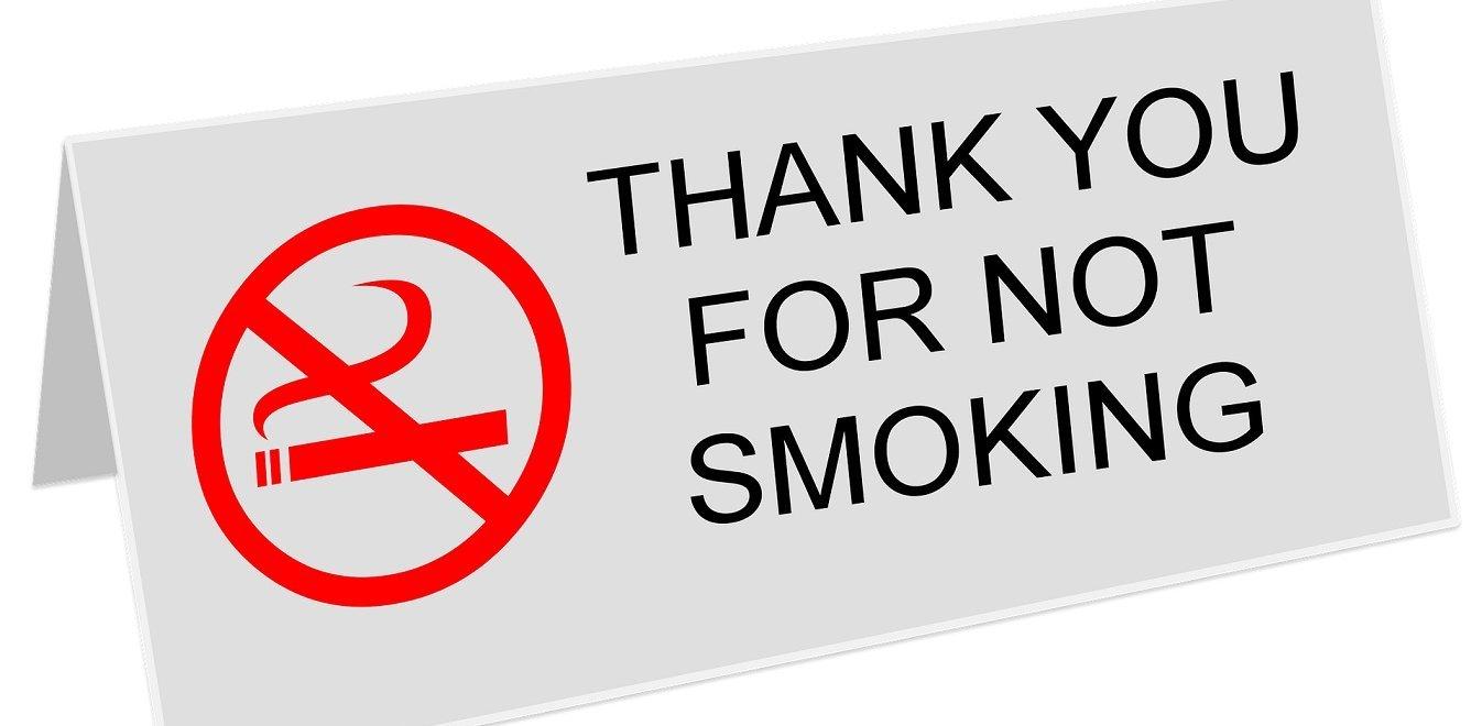 Αντικαπνιστικός νόμος: Τι έδειξαν οι πρώτοι έλεγχοι σε τρεις μεγάλες πόλεις