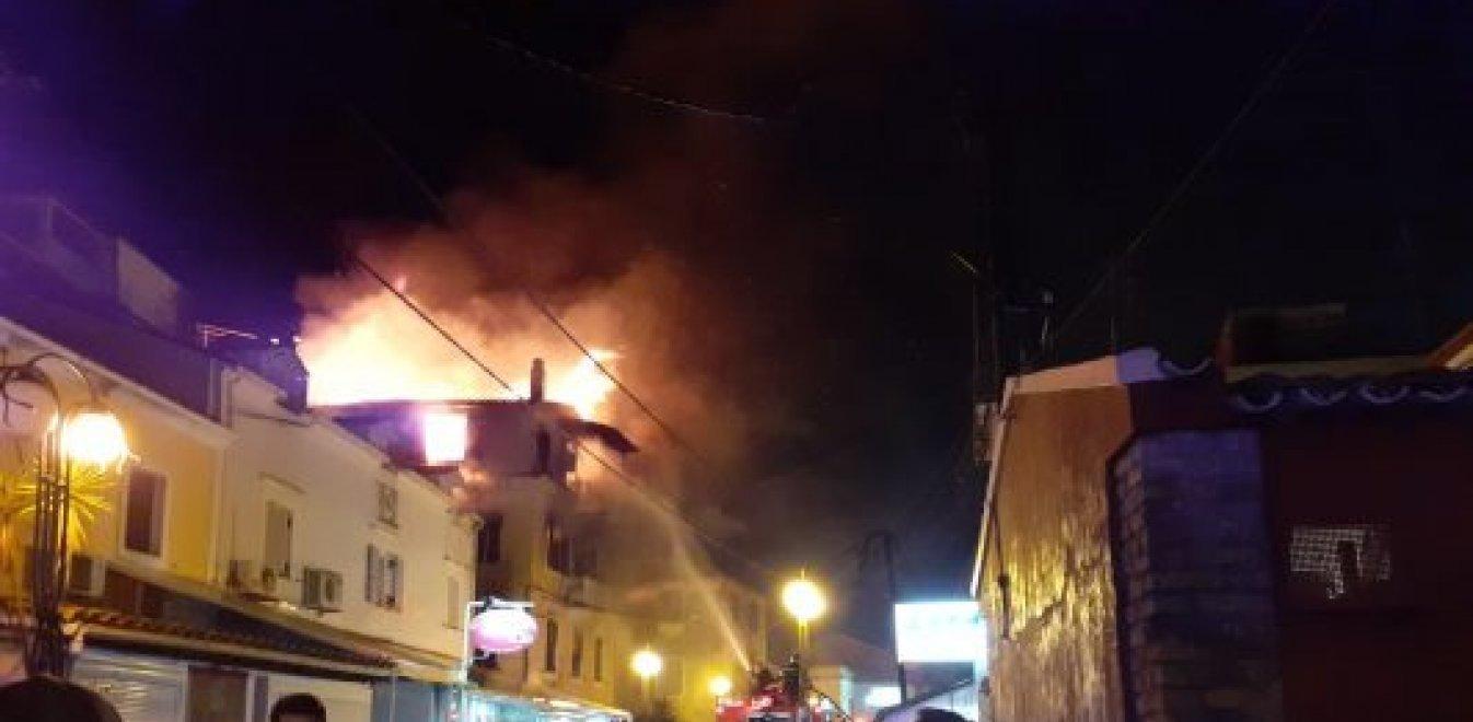 Φωτιά στην Κέρκυρα: Μητέρα και παιδί πήδηξαν από μπαλκόνι και σώθηκαν