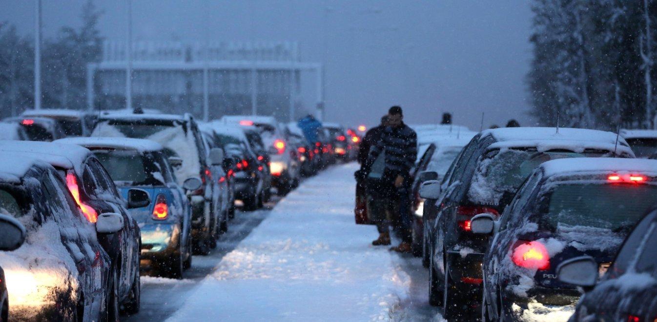 Ζηνοβία-Χιόνια: Έκλεισε η Εθνική οδός Αθηνών Λαμίας