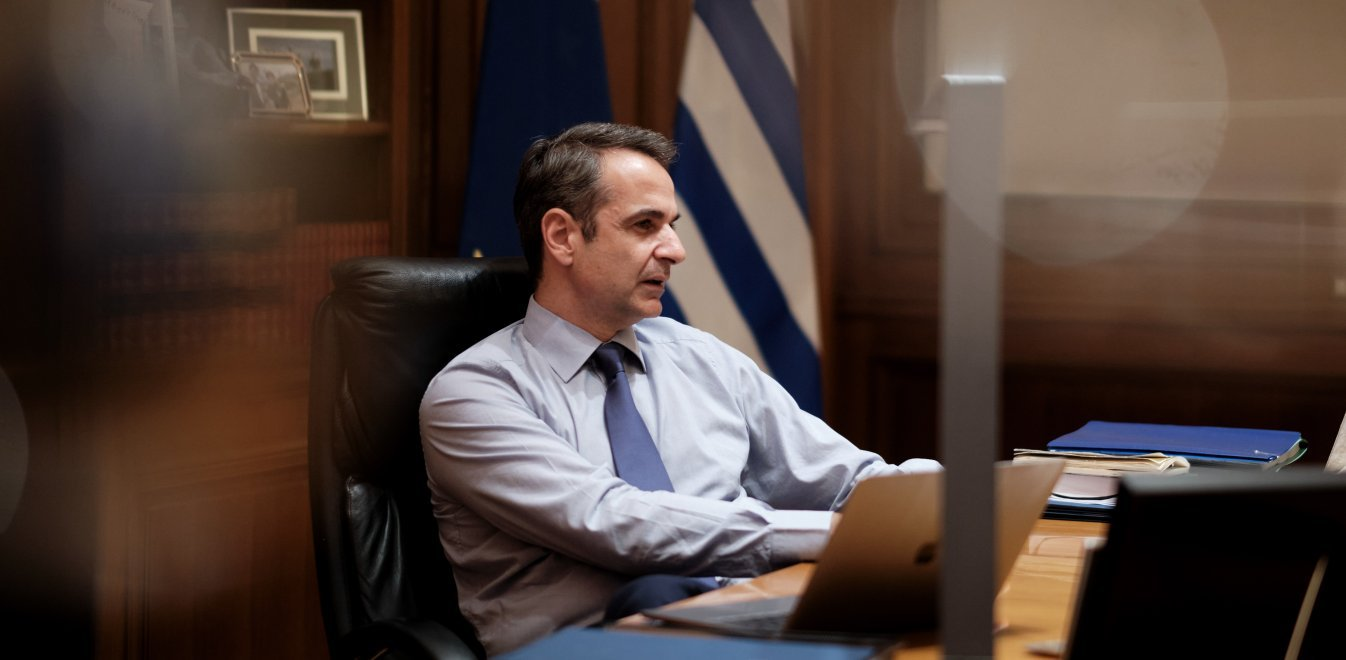 PM Mitsotakis discusses investments with energy companies' CEOs