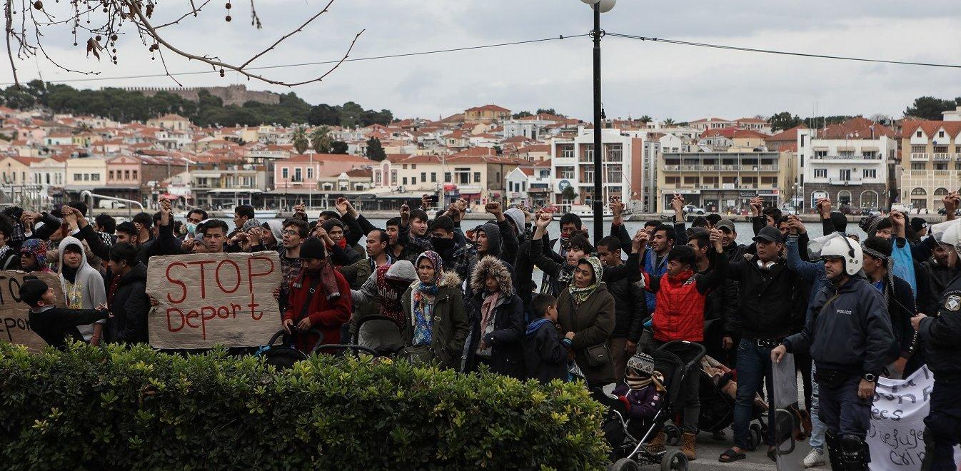 Μυτιλήνη: Καρέ καρέ η «κάθοδος» των 2.000 μεταναστών - Υποκίνηση εξετάζουν οι Αρχές