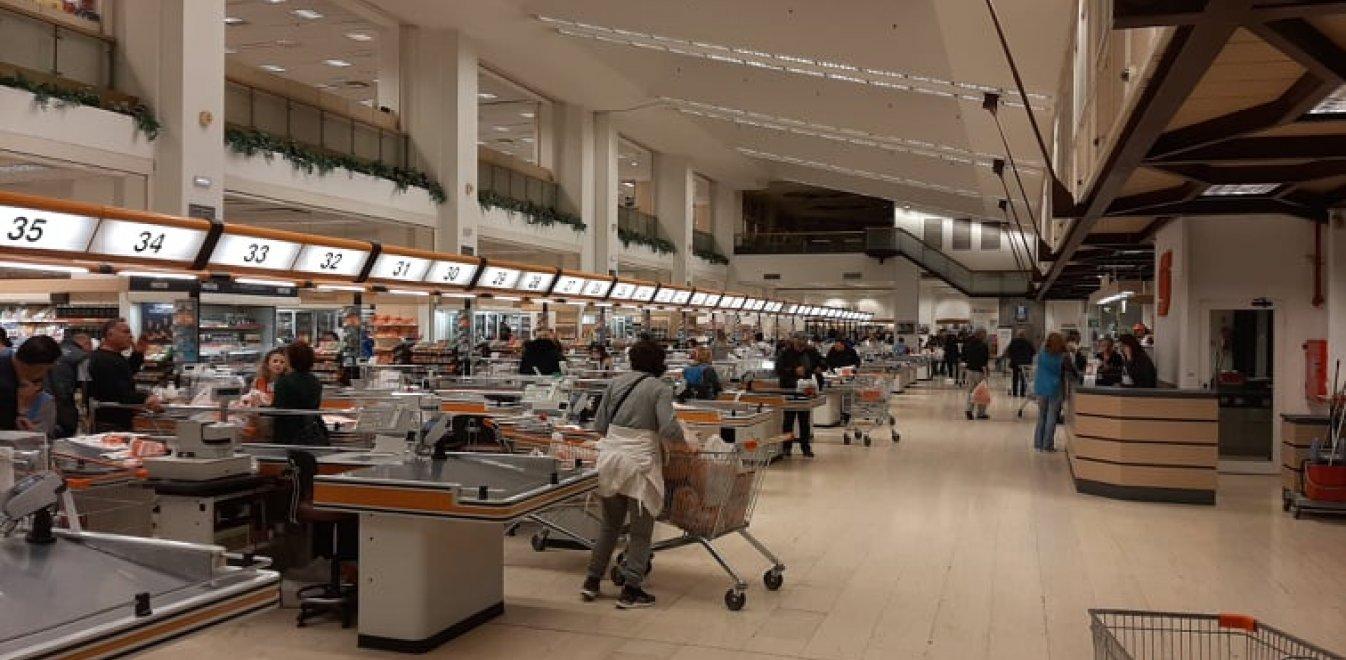 Σούπερ μάρκετ: Είναι και θα παραμείνουν ανοικτά - Προσοχή στον συνωστισμό