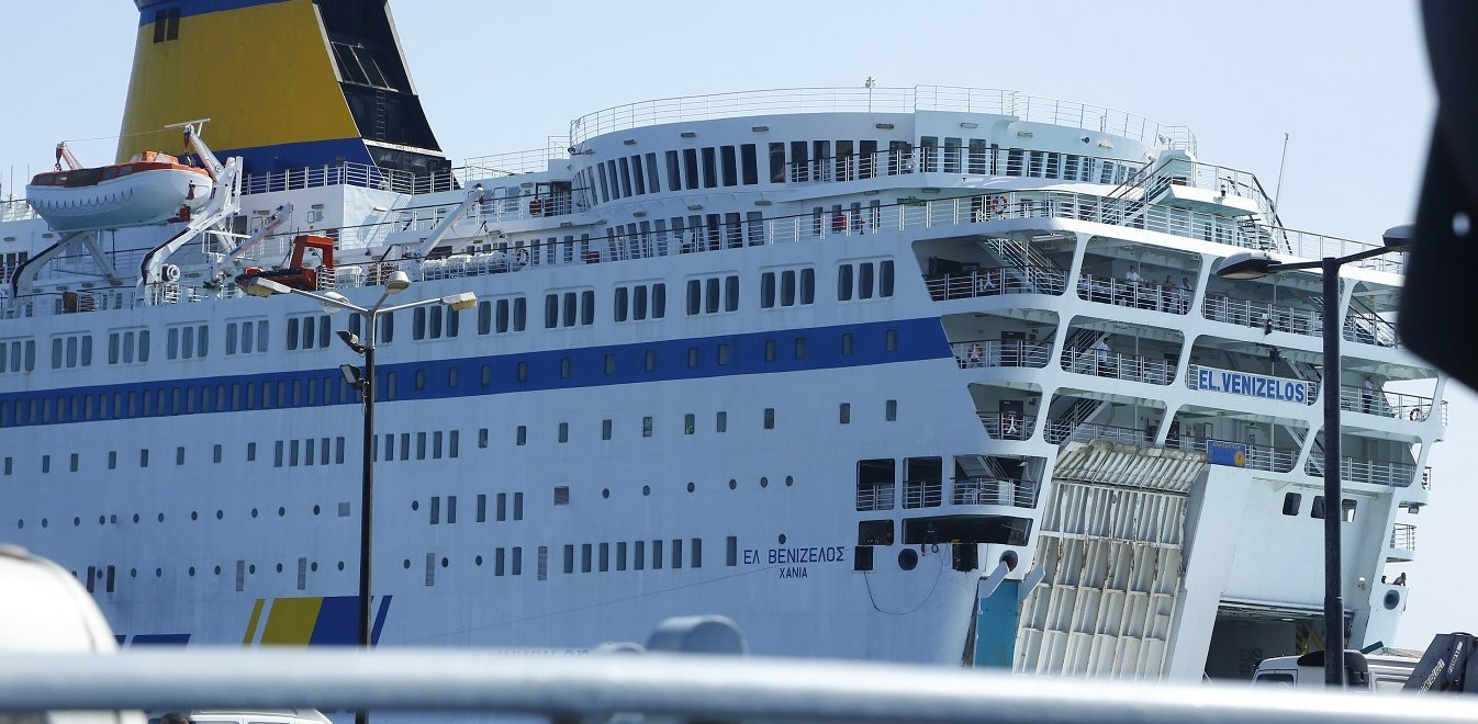 Κορονοϊός: Έξω από το λιμάνι του Πειραιά το «Ελ. Βενιζέλος» με 20 κρούσματα