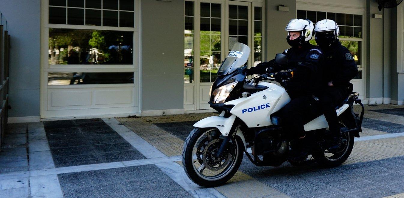 Σύλληψη 26χρονου με την κατηγορία της διασποράς κορονοϊού - Έφτυσε αστυνομικούς