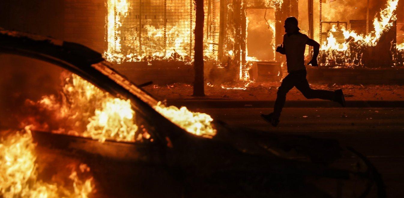 Ανάλυση Ιγνατίου για τα επεισόδια στις ΗΠΑ: Υπεύθυνος ο Τραμπ, κρίσιμη η νύχτα